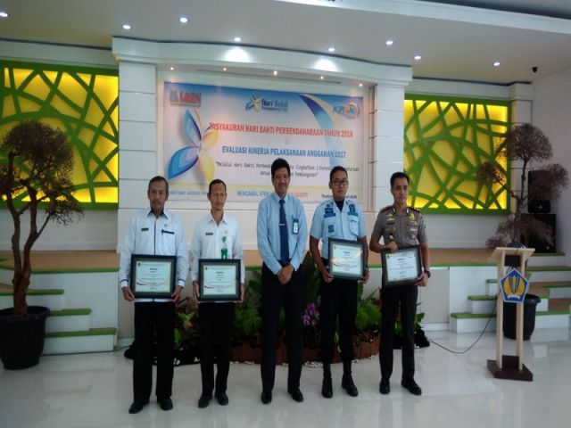 MTs Negeri 2 Pacitan Meraih Penghargaan Peringkat III, Kategori Pengelola Keuangan Terbaik